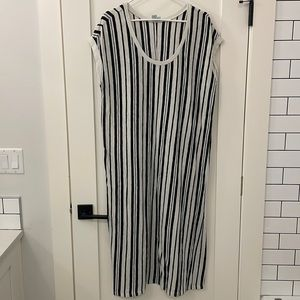 Susina Black/white vertical stripe maxi with short side slits